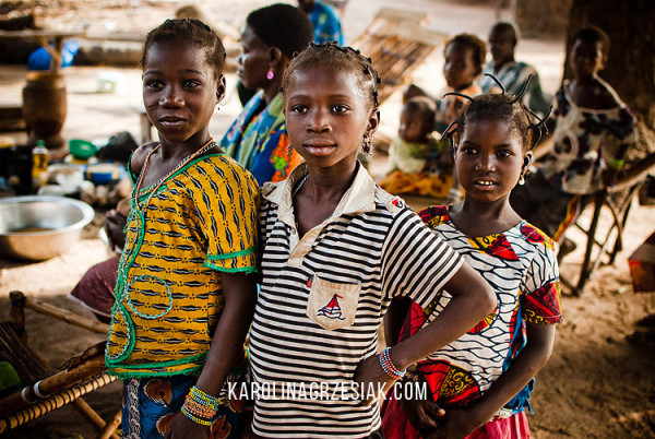 burkina-faso-african-in-a-village-children-11